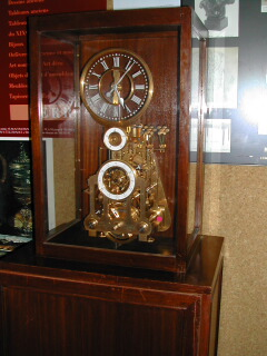 Une horloge inhabituelle DSCN0481